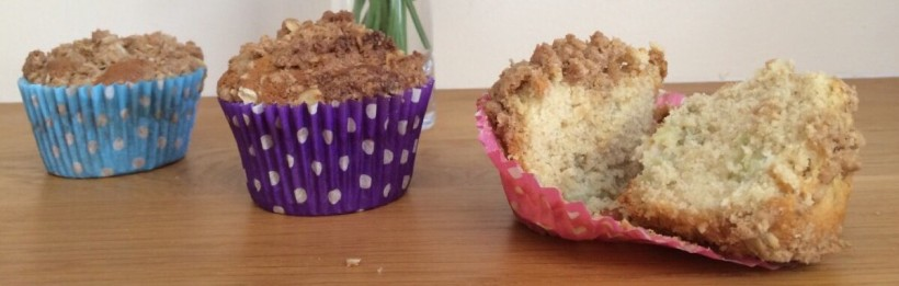 low fodmap rhubarb crumble muffins